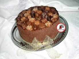 tort cu bomboane de ciocolata