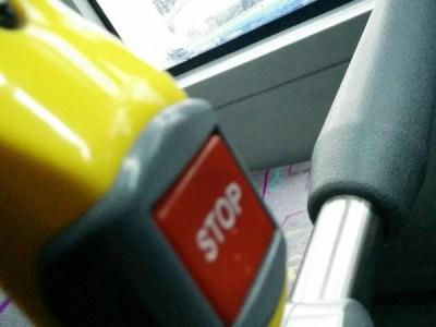 イスタンブールの市バスのSTOP ストップボタン 次 停まります