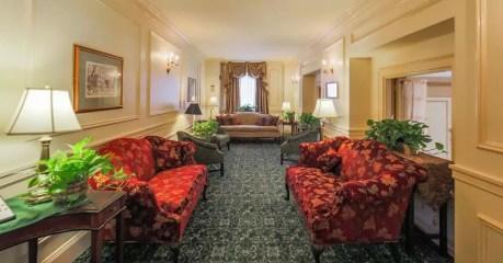 the-hawthorns-hotel-corridor