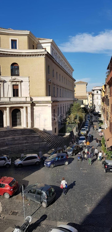 vendita Casa a Roma in Piazza di San Cosimato Trastevere