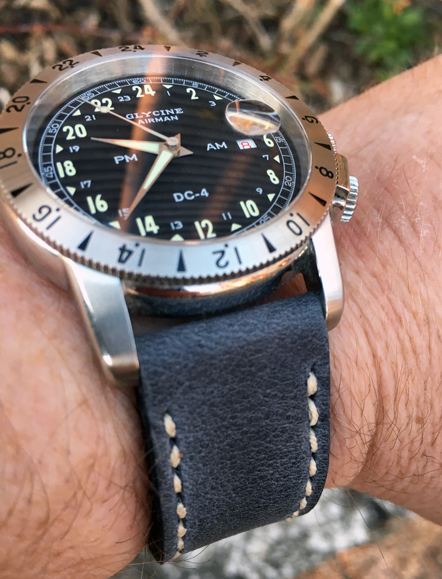 Glycine Airman DC4 on Storm Blue leather with natural stitching. © Henrik Schwartzbach