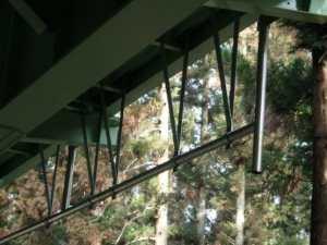 橋梁用排水管のφ100で吊り金具で設置例