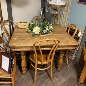Five Leg Oak Table w/chairs