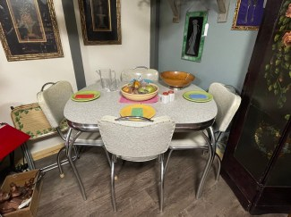 Formica Top Table w/6 chairs