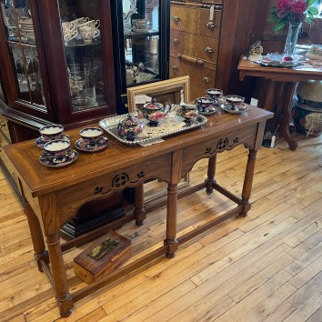 Sweet console table.