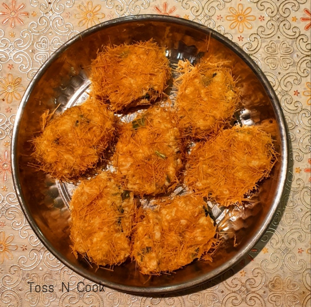 Cutlets dipped in egg and coated with vermicelli. At this stage you can freeze and store them in the freezer