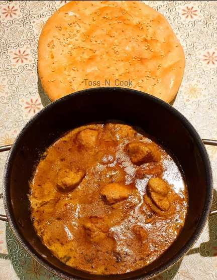Chicken Korma served with Roghani Naan