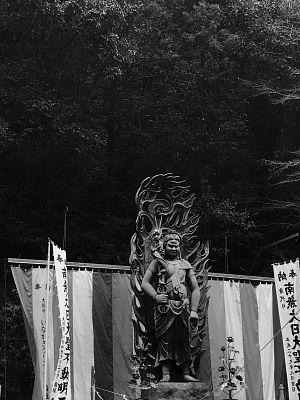 犬鳴山の不動明王像