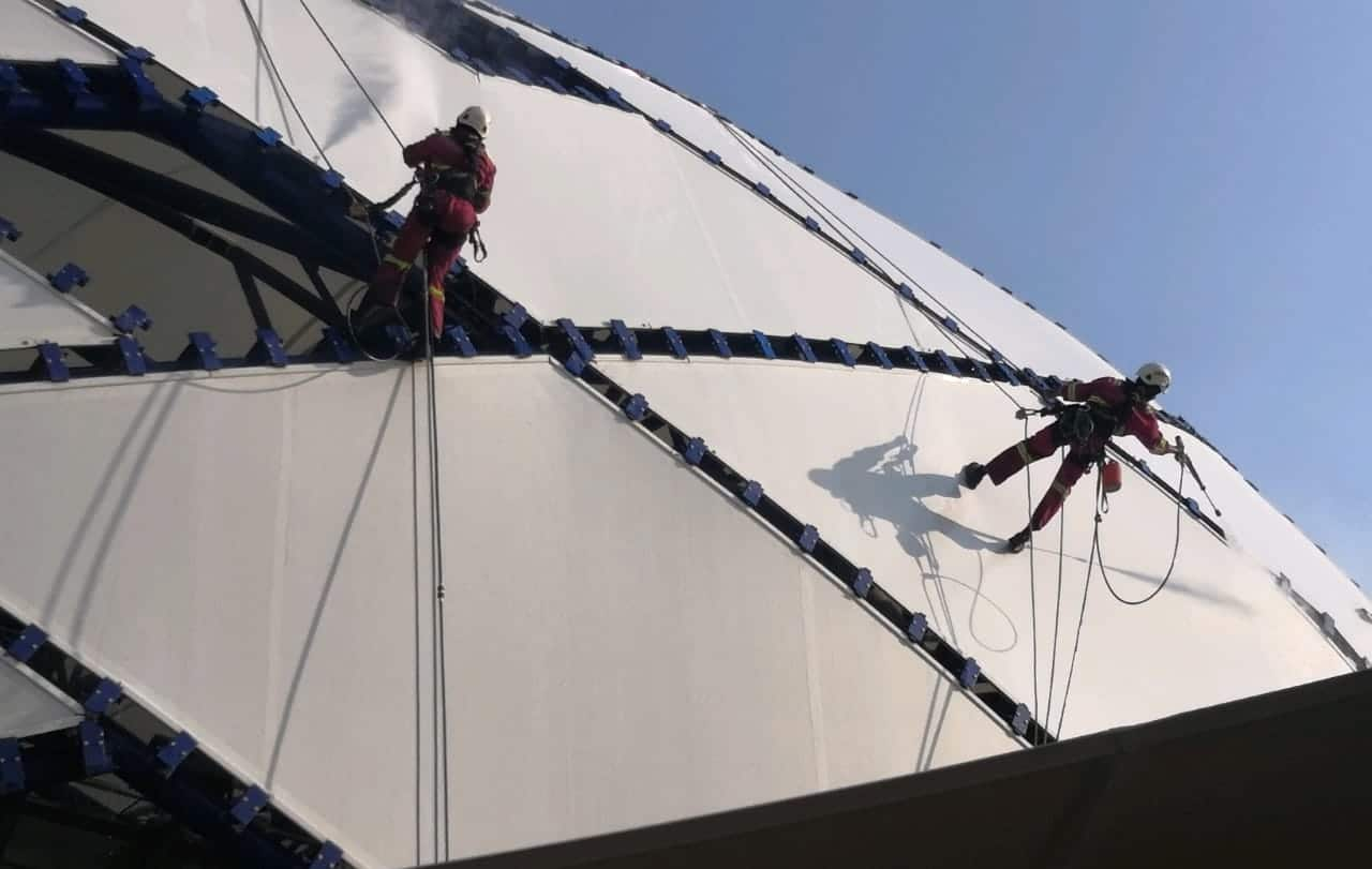 Cleaning Dubai Mega Structures with High Pressure Washing