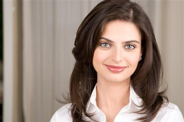 "This photo released by ABC shows reporter Bianna Golodryga who just became engaged to White House budget director Peter Orszag. The 31-year-old Golodryga joined ""Good Morning America"" in 2007. She has worked the economy and business beat and reported on the housing and credit crisis. Before becoming head of the White House's Office of Management and Budget, Orszag had recently served as director of the Congressional Budget Office.(AP Photo/ABC)**NO SALES**"