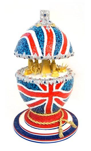 totally-sugar-jacqui-kelly-sugar-artist-pomp-circumstance-faberge-egg-2