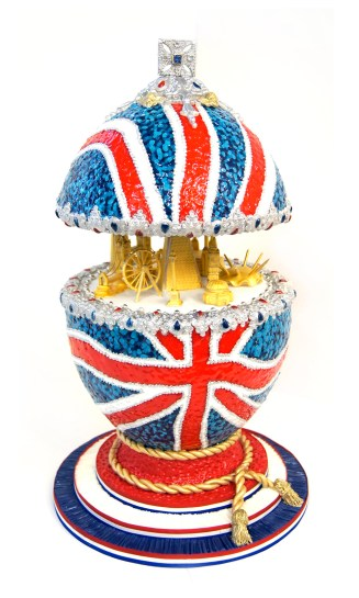 totally-sugar-jacqui-kelly-sugar-artist-pomp-circumstance-faberge-egg-2