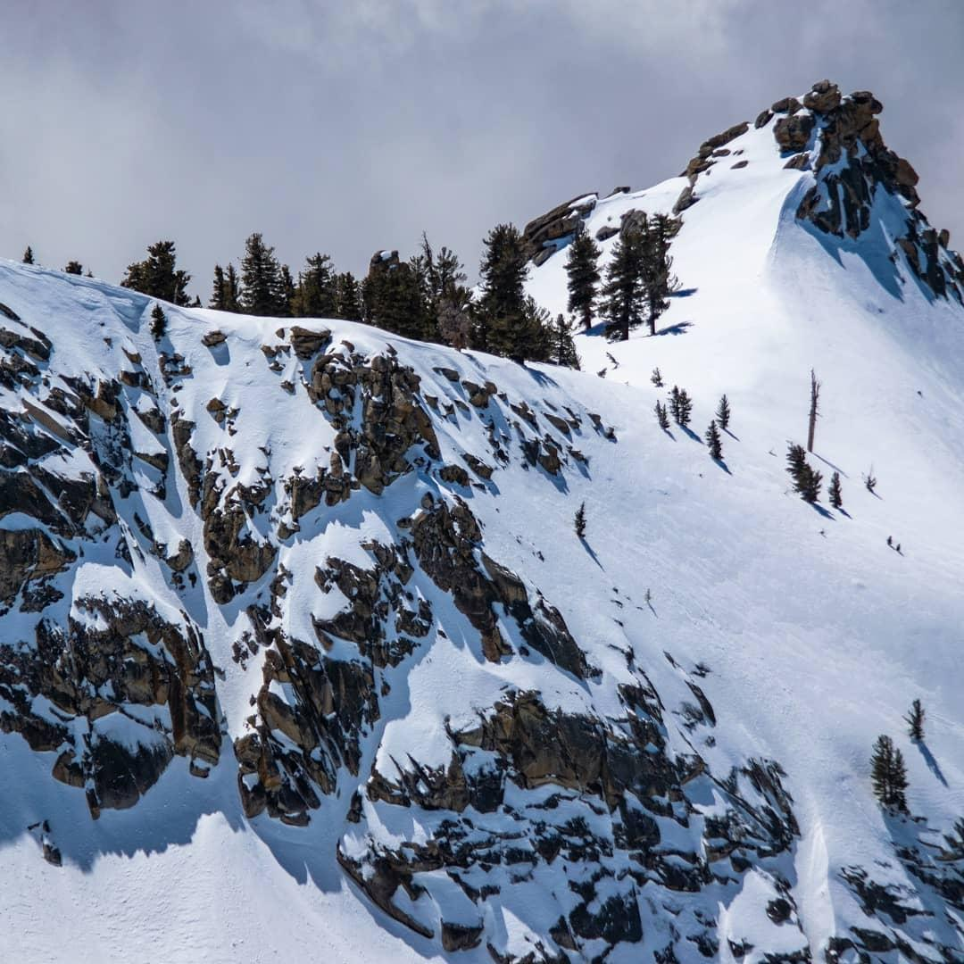 A striking Couloir runs down Mt Sillimans's southwest spur!