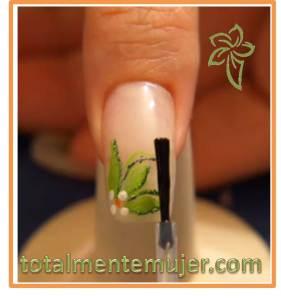 decoracion de uñas con flores