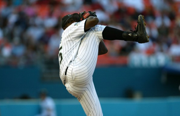 Dontrelle Willis delivers against the Atlanta Braves