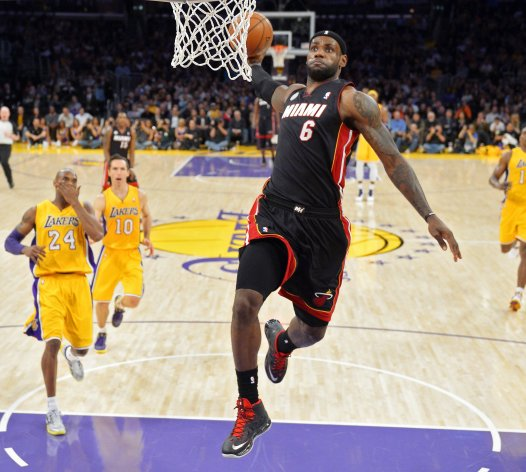 King James with a dunk against the Lakers that even the great Kobe Bryant cannot believe