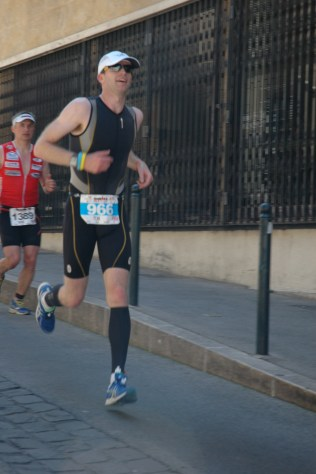 Tom Williams out on the run course