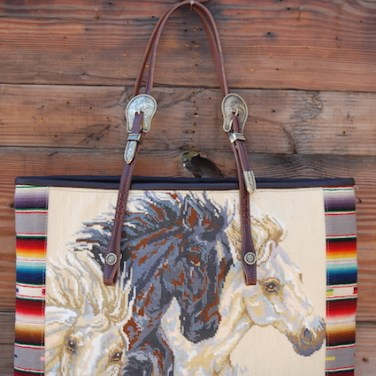 3 Horse Head Tote White