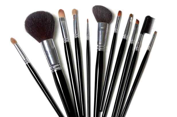 What Happens When you Don't Clean your Makeup Brushes