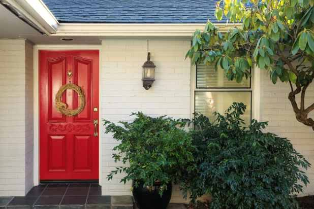 Tips To Improve Curb Appeal by TotesNewsoerthy