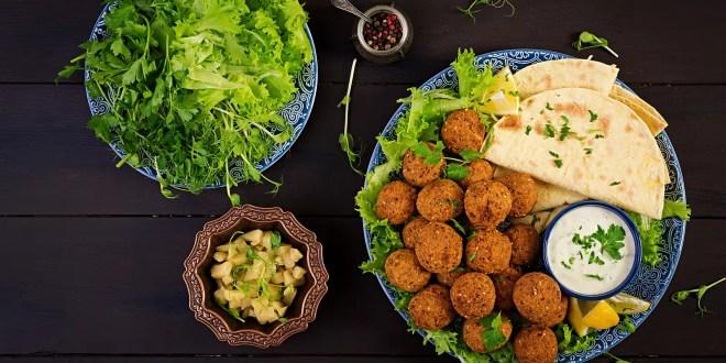 Falafel, hummus and pita