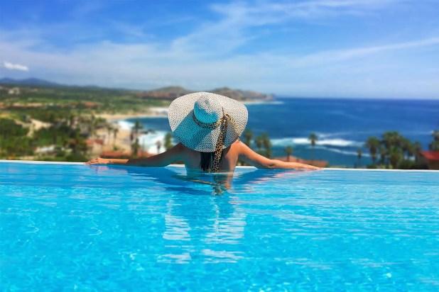 inmfinity pool by Hacienda Encantada