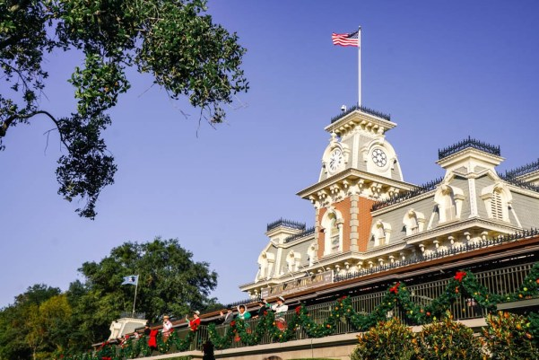 10_reasons_to_stay_at_a_disney_resort-EMH
