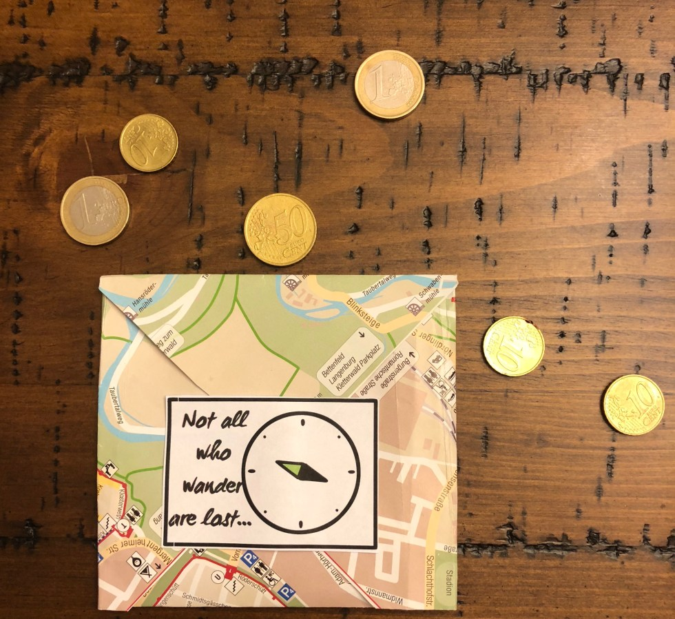 Currency and envelope