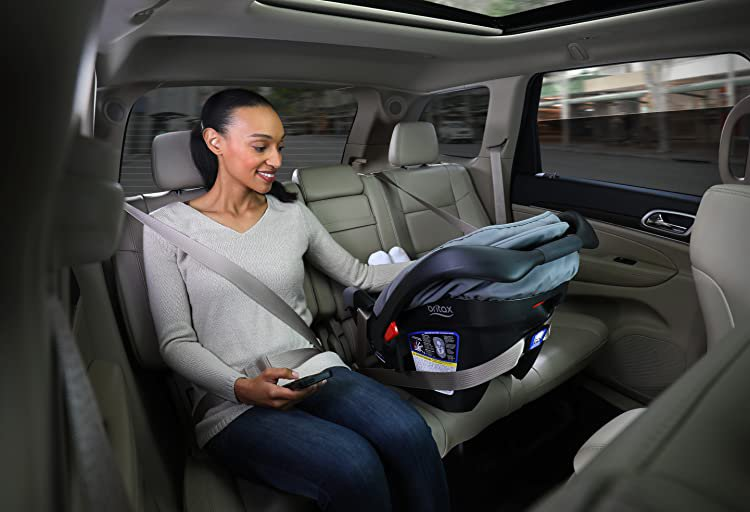 when do you change baby car seat to forward facing