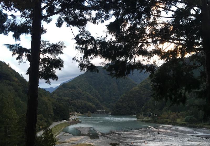 奈良田の里温泉に向かう途中でみえたダム湖