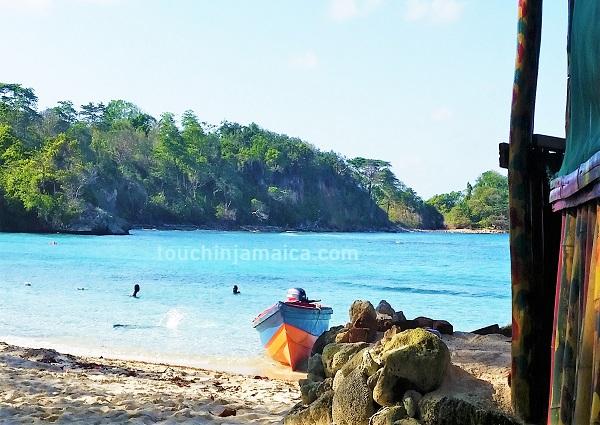 Von Einheimischen gern besuchter Strand- Winnifred Beach Jamaika