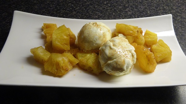 Gebackene Ananas mit Vanilleeis