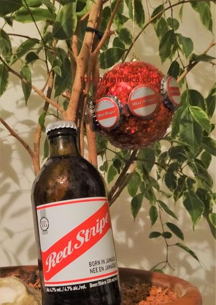 Red-Stripe-Kronkorken-Weihnachtsbaum-Kugel.jpg