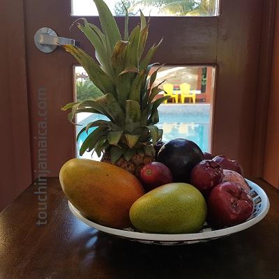 Frisches, sonnengereiftes Obst findet man auf Jamaika überall: Ananas, Starapples, Jamaican Apples, Mangos und vieles mehr.