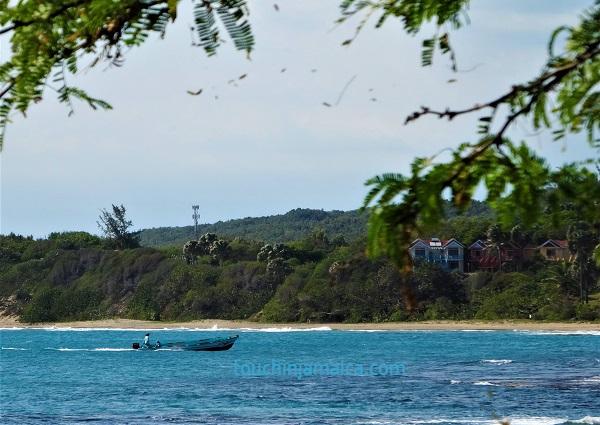 Beim Jack-Sprat in Treasure-Beach hat man herrlichen Meerblick und kann Fischerboote beobachten.