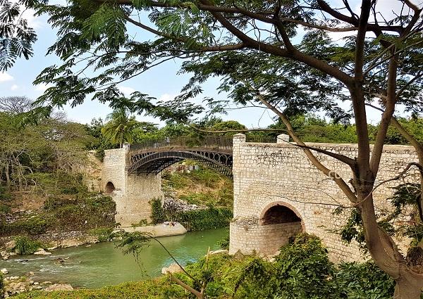 Die erste eiserne Brücke der Karibik wurde in der ehemaligen Hauptstadt Jamaikas erbaut.