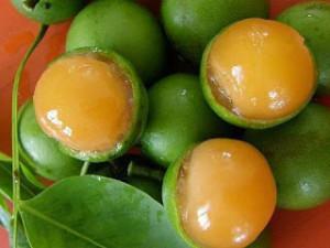 Die erfrischende, litschiähnliche Guinep ist auf Jamaika ein beliebtes Obst.