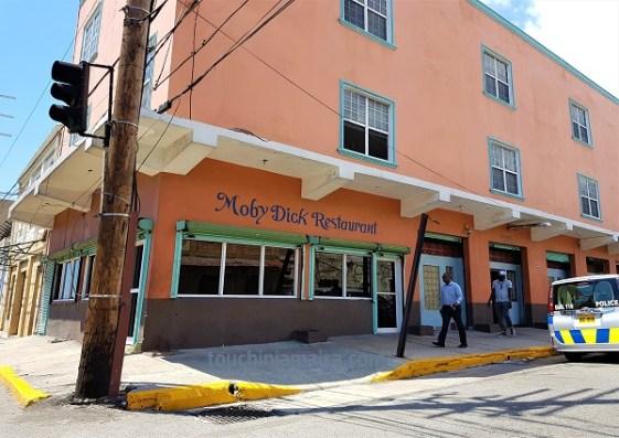 Das Moby Dick ist ein einfaches Restaurant in Kingston.