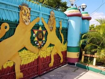 10 Darley Crescend/ Kingston - Tor zum Wailers Museum