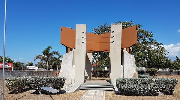 Dem Nationalhelden Samuel Sharpe wird im National-Heroes-Park Kingston mit einem Monument gedacht.