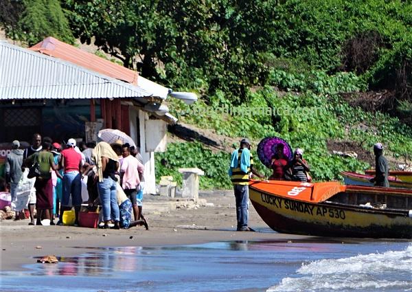 Fischverkauf direkt ab Boot in Jamaika