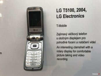 človek a telefón (49)