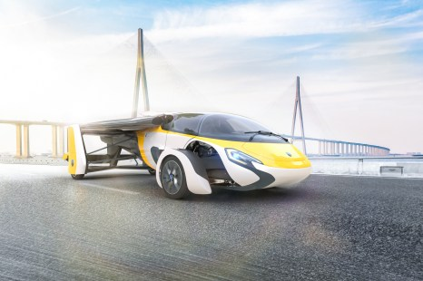 AeroMobil_World_Premiere2017_Digital_Bridge_B_nowat