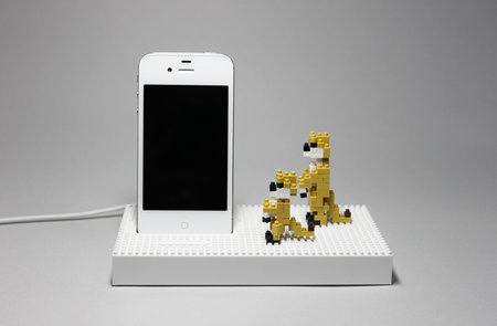 nanoblock_universal_dock_iphone_ipod_6.jpg