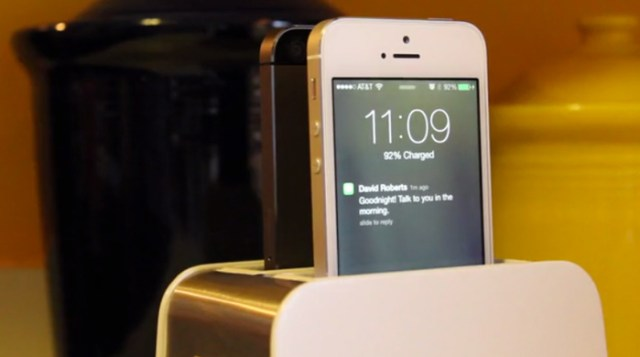 foster_toaster_like_iphone_dock_3