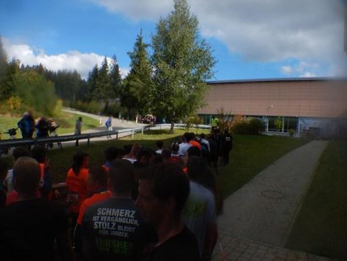 Hindernislauf Baden-Württemberg, Rothaus Mudiator Run 2015, Stau am Kriechhindernis