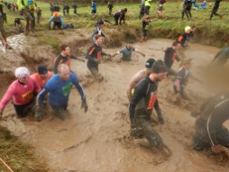 Hindernislauf England,Tough Guy 2016, Hindernis Elephant´s Graveyard