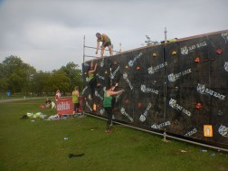 Hindernislauf England, Rat Race Dirty Weekend 2016, Hindernis Kletterwand