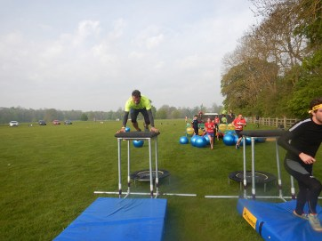 Hindernislauf England, Rat Race Dirty Weekend 2016, Hindernis Trampolin school daze