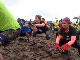 Tough Mudder, Hindernislauf NRW, Team OLYMPUS Yvonne Warm Up